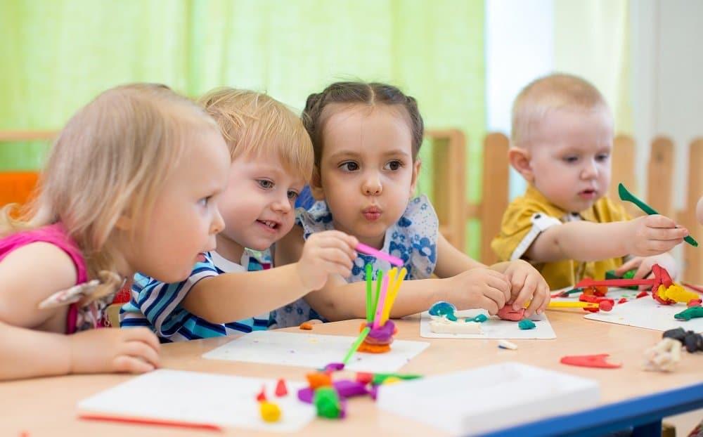 Qui finance les jardins d'enfants de la ville?